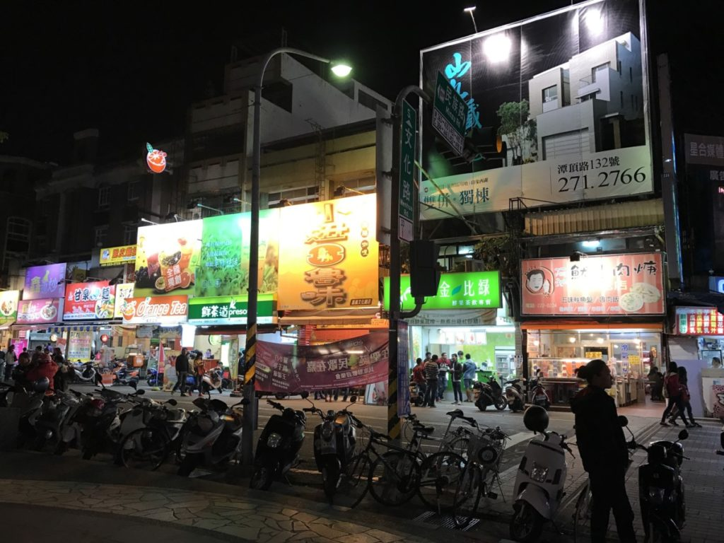 extension of wenhua road night market near the park